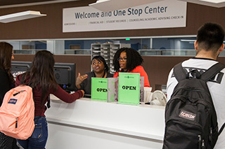 Photo of students registering for Spring 2020 classes